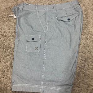 Like new! Men's cargo shorts